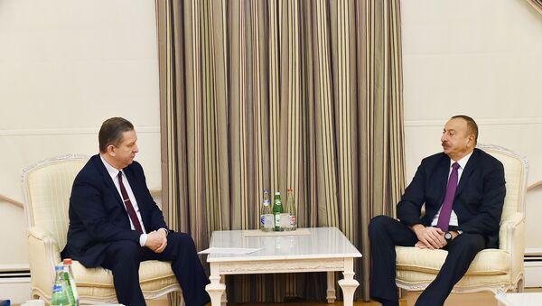 Президент Азербайджана Ильхам Алиев принял министра социальной политики Украины Андрея Реву - Sputnik Азербайджан