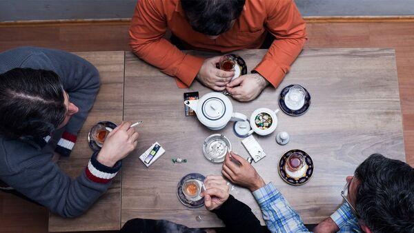 Люди в чайхане, фото из архива - Sputnik Azərbaycan