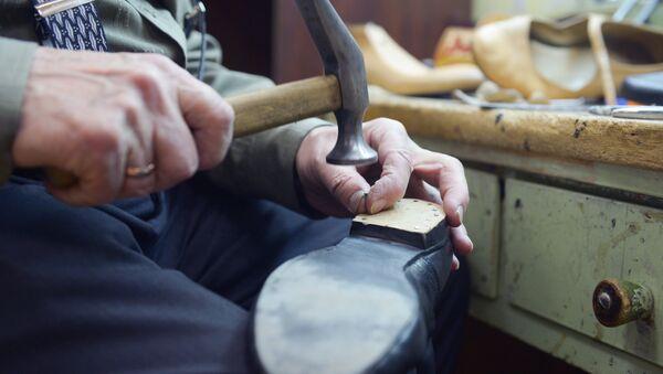 Мастер по ремонту и пошиву обуви - Sputnik Азербайджан