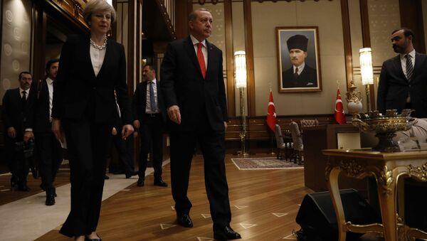 Премьер-министр Великобритании Тереза Мэй президент Турции Реджеп Тайип Эрдоган - Sputnik Азербайджан