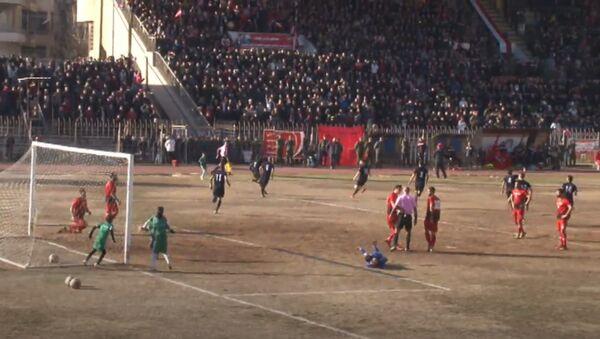Первый за пять лет футбольный матч в Алеппо - Sputnik Азербайджан