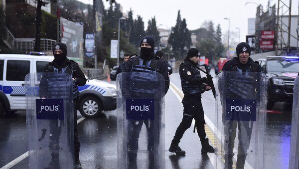 Türk polisi, arxiv şəkli - Sputnik Azərbaycan