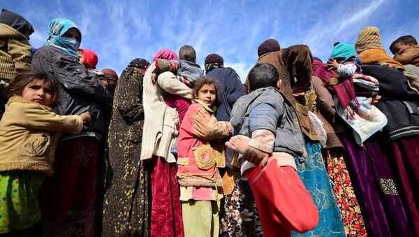 Беженцы в лагере Сил народной мобилизации в Ираке - Sputnik Азербайджан