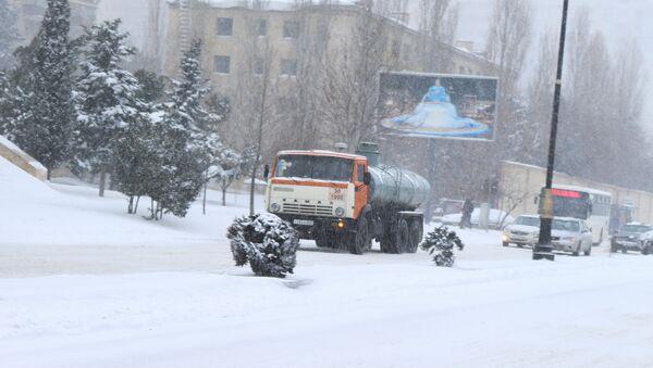 Обильный снегопад в Баку - Sputnik Азербайджан