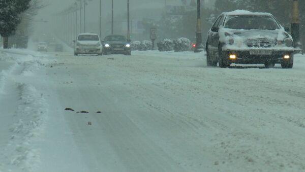 В Баку – снежный коллапс, город парализован - Sputnik Азербайджан