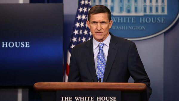 Брифинг советника президента США по национальной безопасности Майкла Флинна в Белом доме, 1 февраля 2017 года - Sputnik Азербайджан