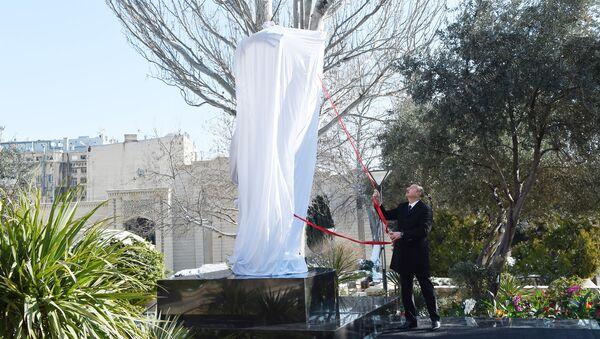 Президент Ильхам Алиев выступил на церемонии открытия памятника выдающемуся дирижеру, маэстро Ниязи в Баку - Sputnik Азербайджан