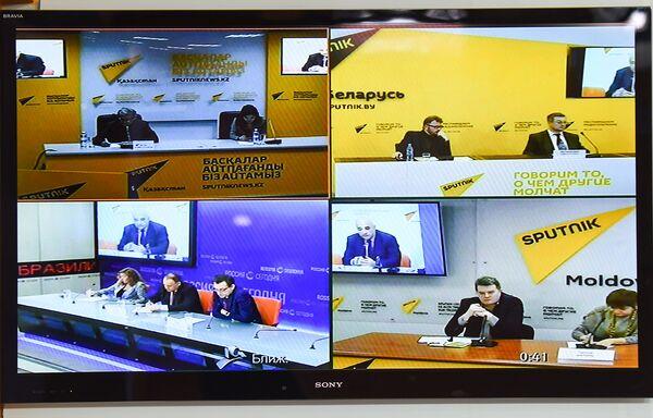 Видеомост Москва – Минск – Астана – Кишинев – Баку на тему Внешнеполитические приоритеты государств СНГ - Sputnik Азербайджан