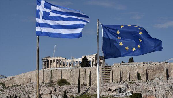 Флаги Греции и ЕС на фоне Акрополя в Афинах, фото из архива - Sputnik Азербайджан