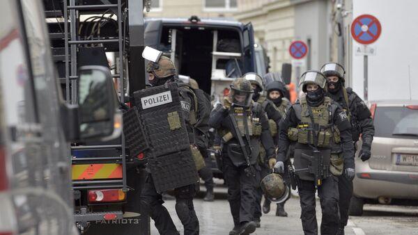 Полицейские в Вене в ходе спецоперации, фото из архива - Sputnik Азербайджан