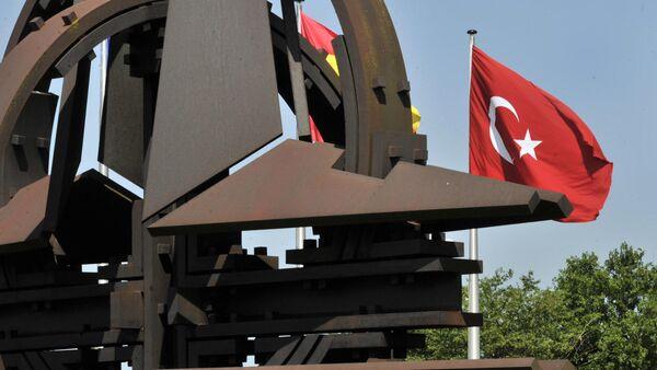 Флаги Турции перед штаб-квартирой НАТО в Брюсселе, фото из архива - Sputnik Азербайджан