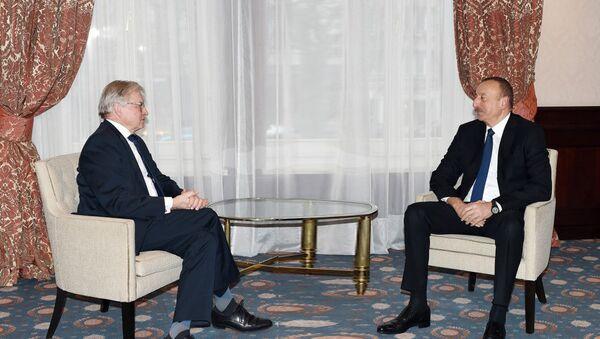 Встреча Ильхама Алиева с бывшим президентом ПАСЕ Рене ван дер Линденом, Брюссель, 5 февраля 2017 года - Sputnik Азербайджан