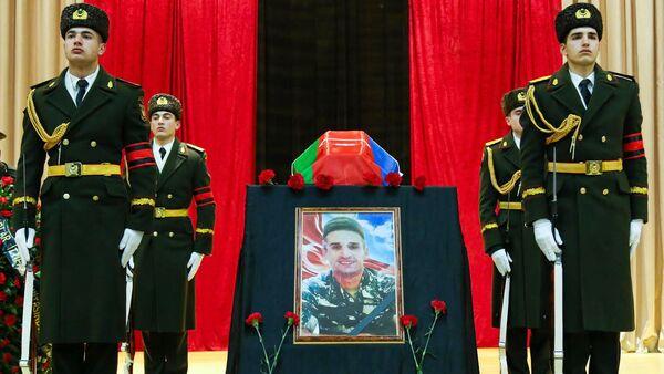 Церемония прощания с шехидом Чингизом Гурбановым в Баку - Sputnik Азербайджан