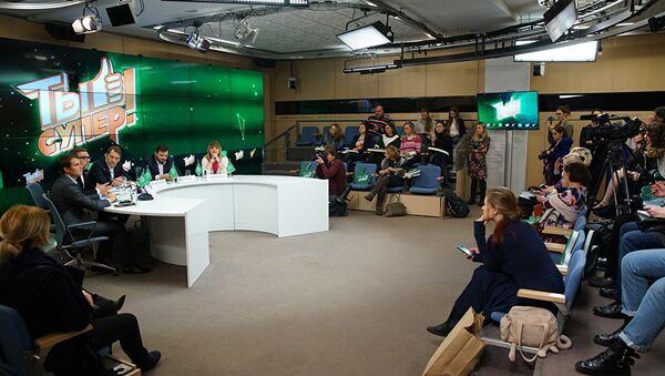 Пресс-конференция, посвященная международному детскому вокальному конкурсу телеканала НТВ Ты супер! - Sputnik Азербайджан