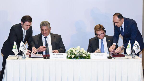 Церемония подписания соглашения о партнерстве между компанией BP и оргкомитетом Исламских игр солидарности Баку-2017 - Sputnik Азербайджан