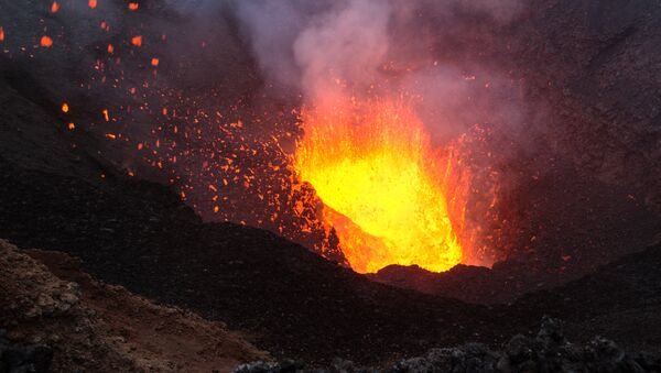 Извержение вулкана, фото из архива - Sputnik Азербайджан