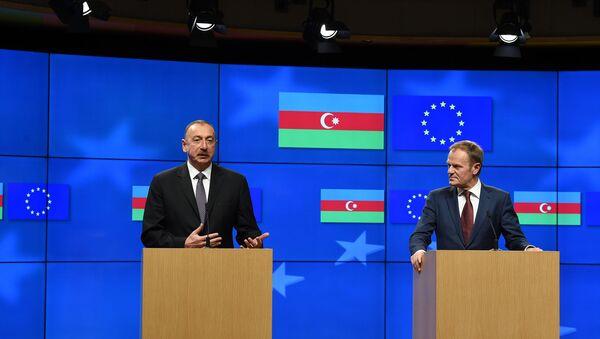 Президент Азербайджана Ильхам Алиев и председатель Европейского совета Дональд Туск выступили с совместным заявлением для прессы - Sputnik Азербайджан