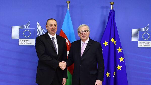 Встреча Президента Ильхама Алиева с президентом Европейской комиссии Жан-Клодом Юнкером - Sputnik Азербайджан