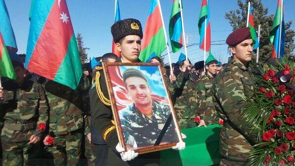 Похороны военнослужащего ВС Азербайджана Чингиза Гурбанова - Sputnik Азербайджан