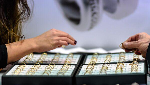 Золотые ювелирные украшения, фото из архива - Sputnik Азербайджан