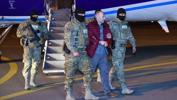 Российско-израильский блогер Александр Лапшин в бакинском аэропорту, фото из архива - Sputnik Азербайджан