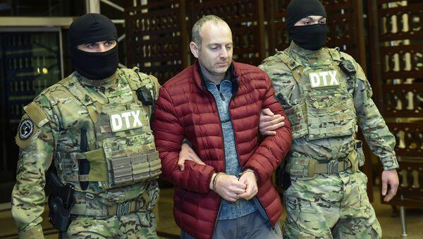 Российско-израильский блогер Александр Лапшин в бакинском аэропорту - Sputnik Азербайджан