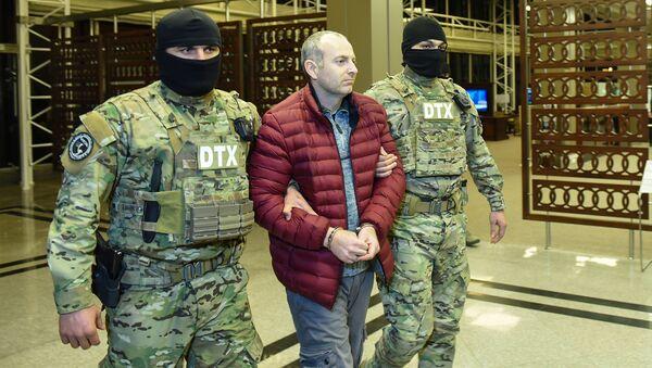 Российско-израильский блогер Александр Лапшин в бакинском аэропорту, архивное фото - Sputnik Азербайджан