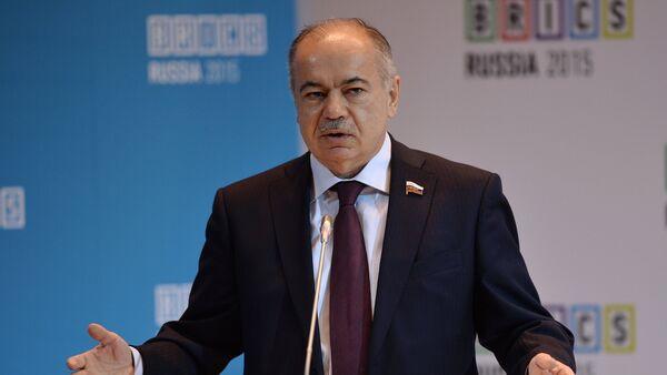 Заместитель Председателя Совета Федерации Федерального Собрания Российской Федерации Ильяс Умаханов - Sputnik Азербайджан