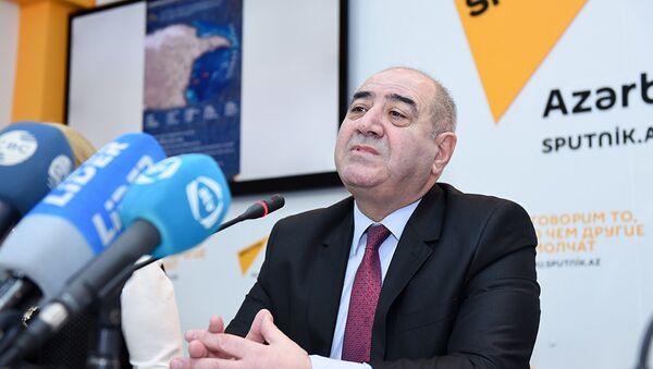 Директор Центра Республиканской сейсмологической службы при Национальной академии наук Азербайджана Гурбан Етирмишли - Sputnik Азербайджан