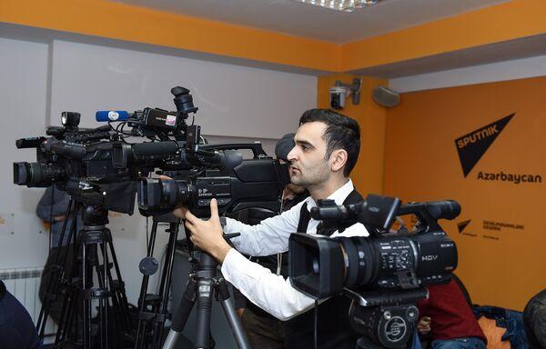 Пресс-конференция директора Центра Республиканской сейсмологической службы Гурбана Етирмишли на тему Сейсмологическая ситуация в Азербайджане - Sputnik Азербайджан