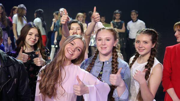 Участницы международного детского вокального конкурса Ты супер! - Sputnik Азербайджан