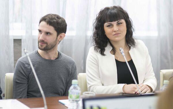 В Институте русского языка имени Пушкина в Москве состоялся круглый стол, посвященный запуску программы по обучению русскому языку для иностранных волонтеров - Sputnik Азербайджан