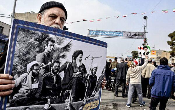 Сотни тысяч иранцев вышли на улицы в 38-ю годовщину Исламской революции в стране - Sputnik Азербайджан