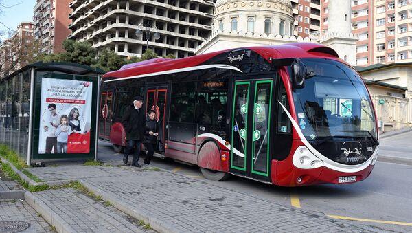 Bakıda avtobus dayanacağı - Sputnik Azərbaycan