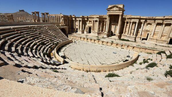 Римский амфитеатр в Пальмире, 31 марта 2016 года - Sputnik Азербайджан