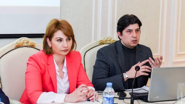 Сотрудник Sputnik Азербайджан Эльнур Салаев в ходе тренинга для представителей азербайджанских СМИ по дате-журналистике - Sputnik Азербайджан