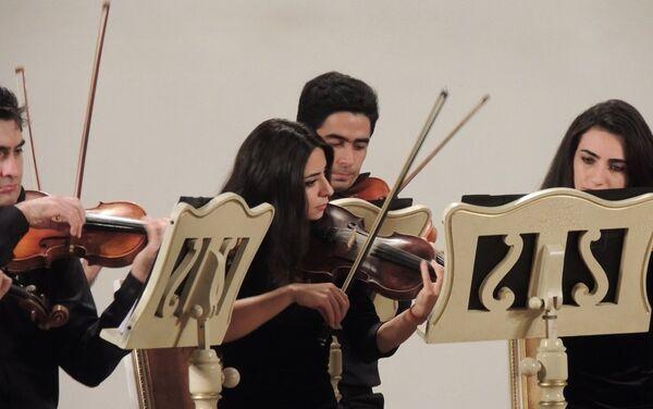 Музыканты показали, что во всем нужно идти в ногу со временем, даже в музыке. - Sputnik Азербайджан