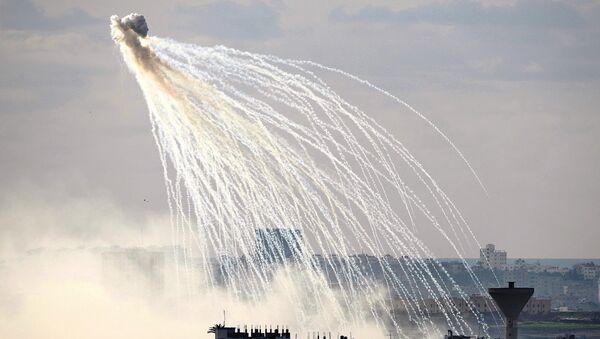 Взрыв фосфорной бомбы, фото из архива - Sputnik Азербайджан