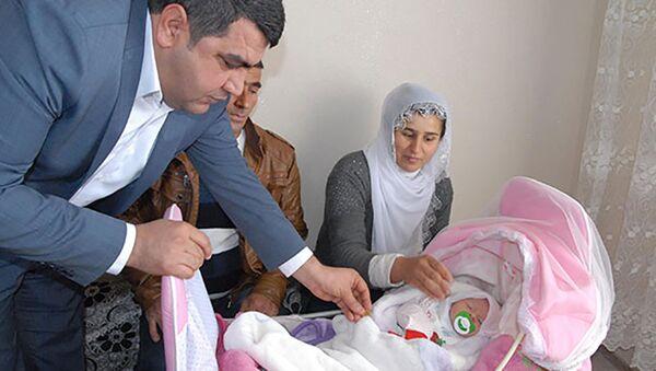 Семья назвала дочь Evet (ДА) - Sputnik Азербайджан