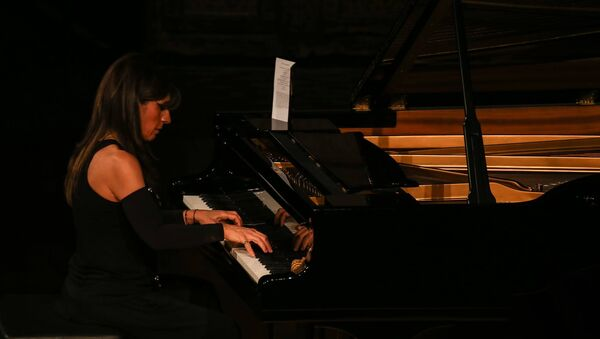 Азербайджанская пианистка Ренара Ахундова - Sputnik Азербайджан