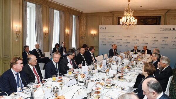 Президент Азербайджана Ильхам Алиев принял участие в «круглом столе» в рамках Мюнхенской конференции по безопасности - Sputnik Азербайджан