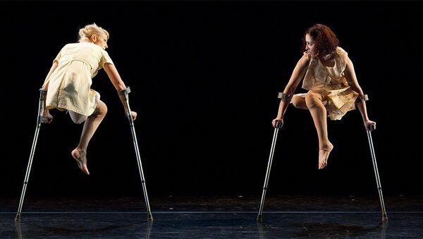 Танцоры группы Candoco, фото из архива - Sputnik Азербайджан