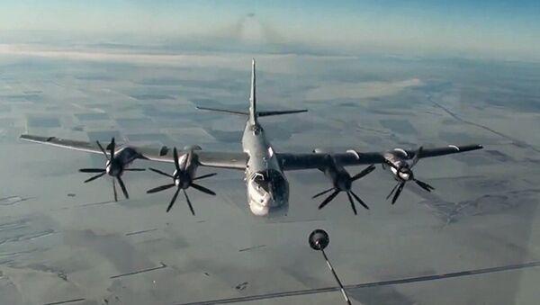 Нанесение авиаудара крылатыми ракетами по объектам террористов в САР самолетами Ту-95МС ВКС России - Sputnik Азербайджан