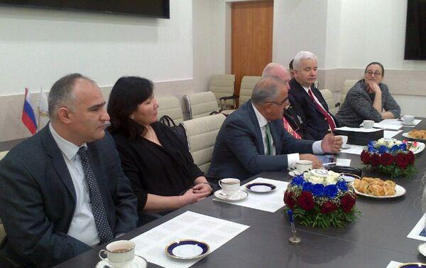 Мероприятие стартовало деловой встречей, прошедшей в формате завтрака - Sputnik Азербайджан