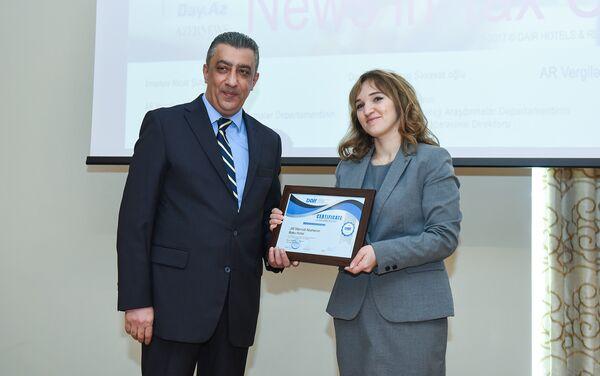 Вручение сертификатов новым членам, принятым в Ассоциацию отелей и ресторанов - Sputnik Азербайджан