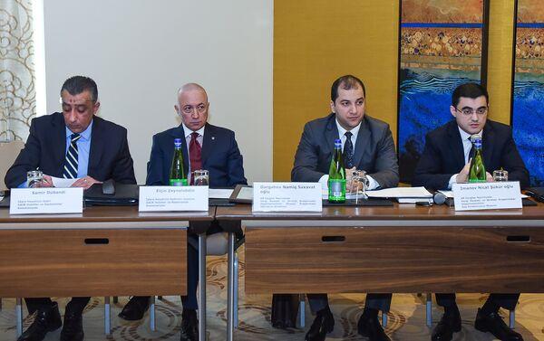 Представителями Министерства налогов и Ассоциации отелей и ресторанов Азербайджана - Sputnik Азербайджан