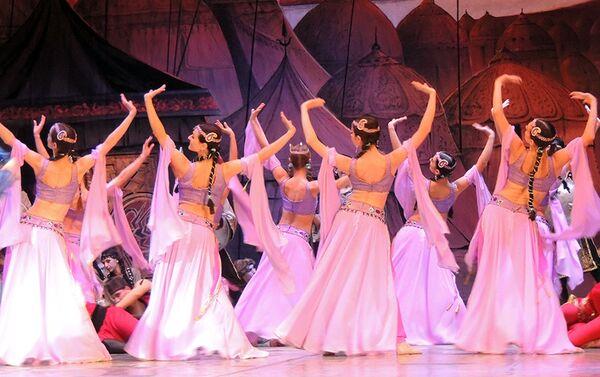 Генеральная репетиция балета Половецкие пляски на сцене Азербайджанского государственного академического театра оперы и балета - Sputnik Азербайджан