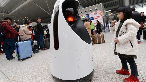 Робот-патрульный в китайской провинции Хэнань - Sputnik Азербайджан