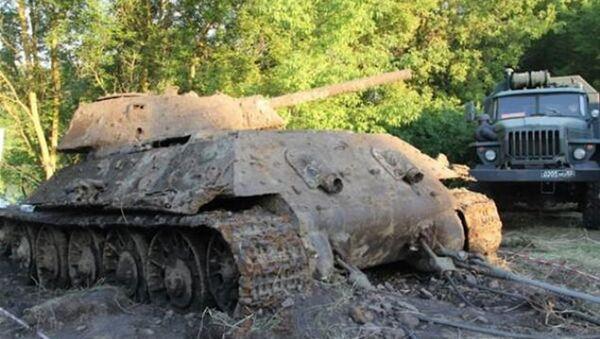 Rusiyanın Don çayından II Dünya Müharibəsindən  qalma T-34 tankı çıxarıldı - Sputnik Azərbaycan