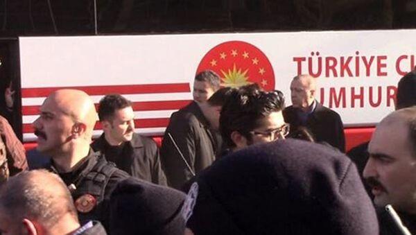 Охранник президента Турции Реджепа Тайипа Эрдогана сбил охранника главы государства - Sputnik Азербайджан
